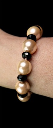 Day and Night Pink Shell Pearl and Onyx Bracelet