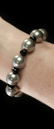 Day and Night Platinum Shell Pearl and Onyx Bracelet