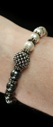 Half White and Half Midnight Shell Pearl Bracelet