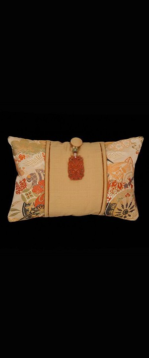 TRADITIONAL FLOWERS PILLOW