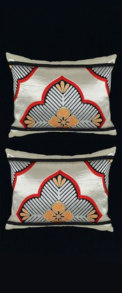 SILVER PINE MEDALLIONS PILLOW PAIR