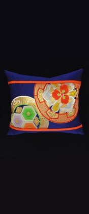 IMAGINARY FLOWERS IN CIRCLE PILLOW